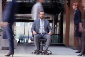 entspannt und beweglich im Sitzen