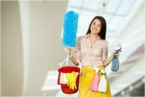 Reinigungsfachkraft im Einsatz