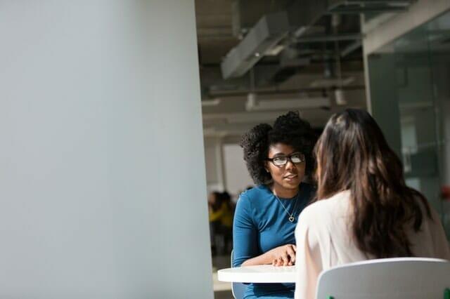 7 Phasen Vorstellungsgespräch: So wird es ablaufen